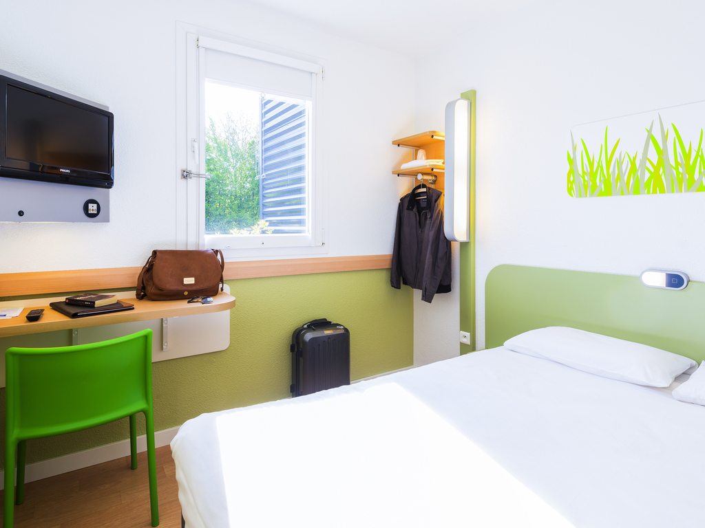 hotel pas cher montgermont ibis budget rennes route de saint malo. Black Bedroom Furniture Sets. Home Design Ideas