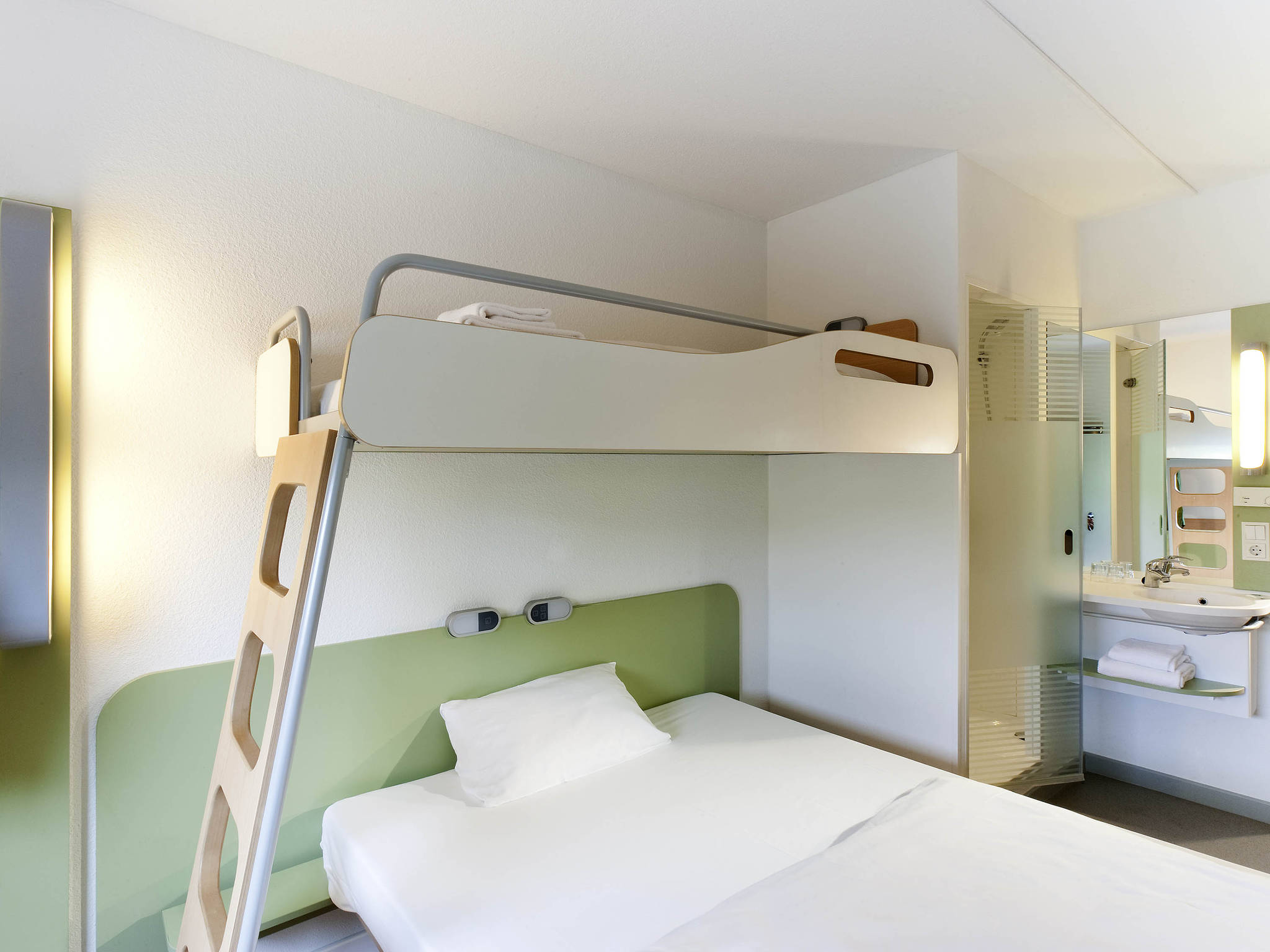 hotel in toulon ibis bud toulon centre