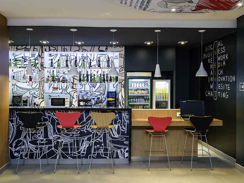 Ibis Salvador Rio Vermelho Book Your Budget Hotel Online # Table Tel En Boi Simple