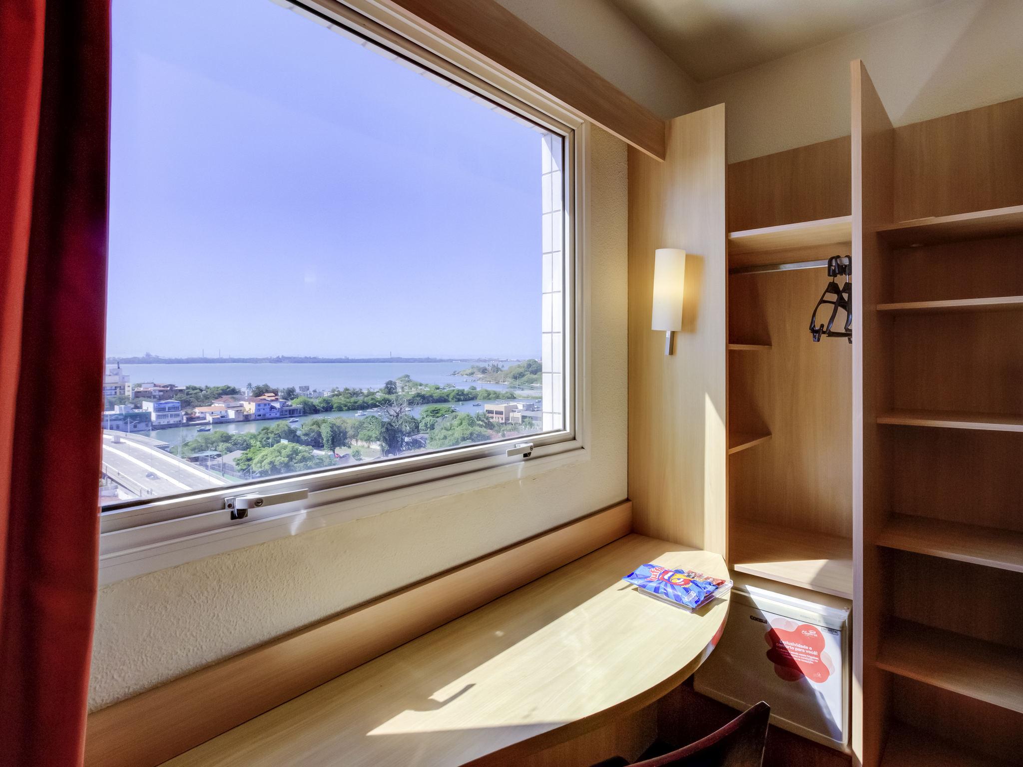 Отель — ibis Vitoria Praia do Canto