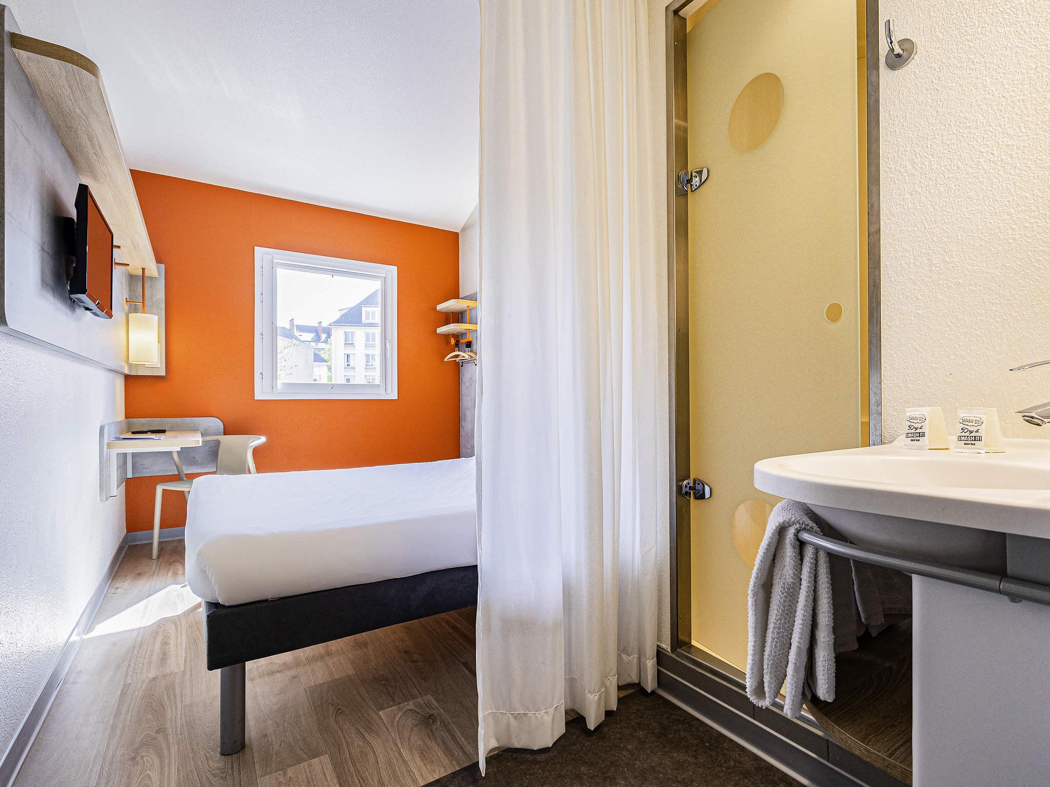 simple rooms ibis budget paris porte duitalie with piscine foir fouille. Black Bedroom Furniture Sets. Home Design Ideas