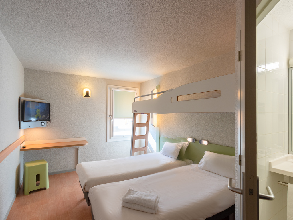 Hotel a le pontet ibis budget avignon nord le pontet - Scorpione e gemelli a letto ...