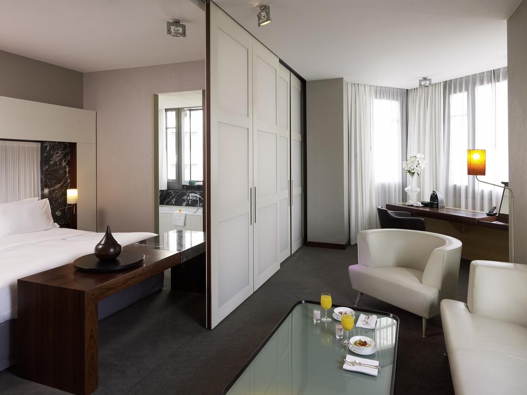 PRESTIGE SUITE, 1 Double Size Bed, Separate Living Room, Overlooking The  Gendarmenmarkt