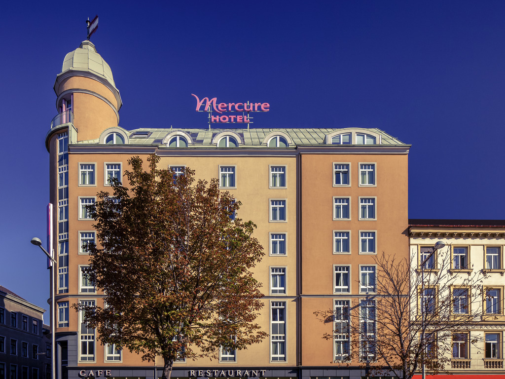 hotel mercure wien westbahnhof vienna book your hotel with viamichelin. Black Bedroom Furniture Sets. Home Design Ideas