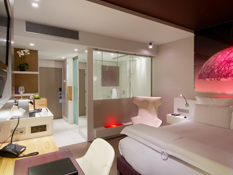 320 classic and design rooms with bath or rain shower, Nespresso and perfect matress