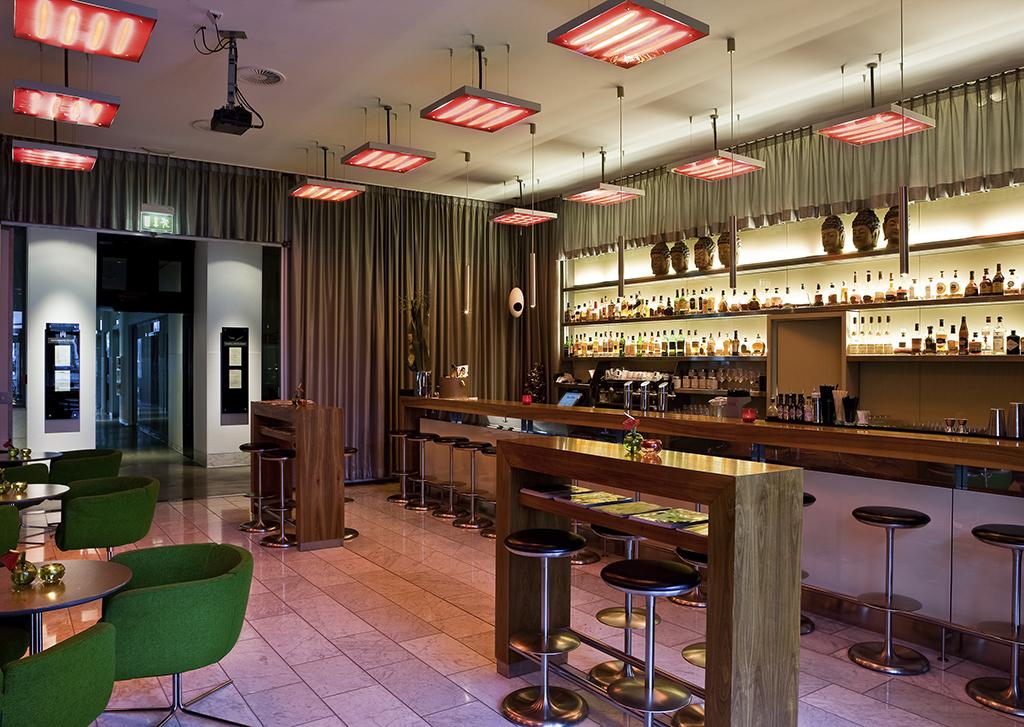 luxury hotel hamburg sofitel hamburg alter wall. Black Bedroom Furniture Sets. Home Design Ideas