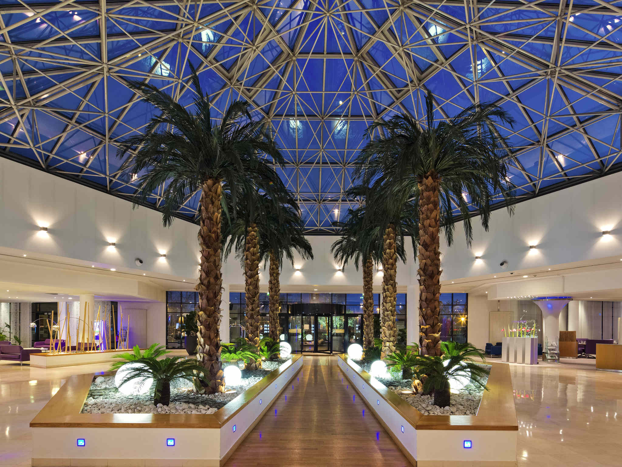 Отель — Novotel Convention & Wellness Roissy CDG