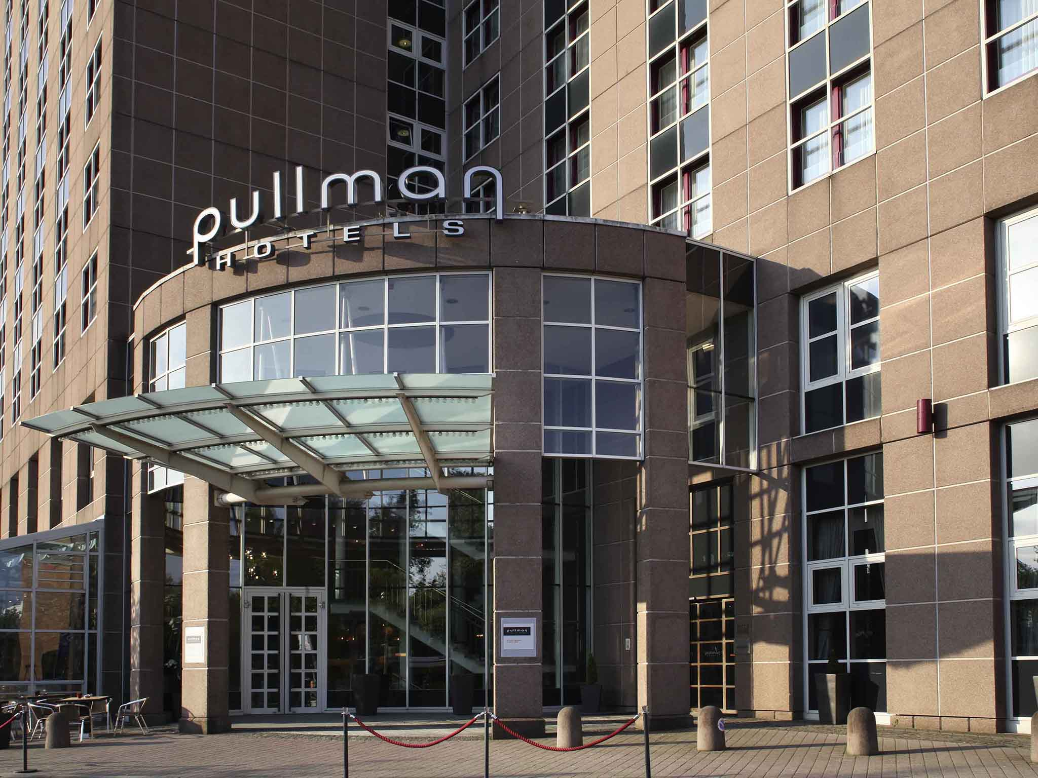 โรงแรม – Pullman Stuttgart Fontana