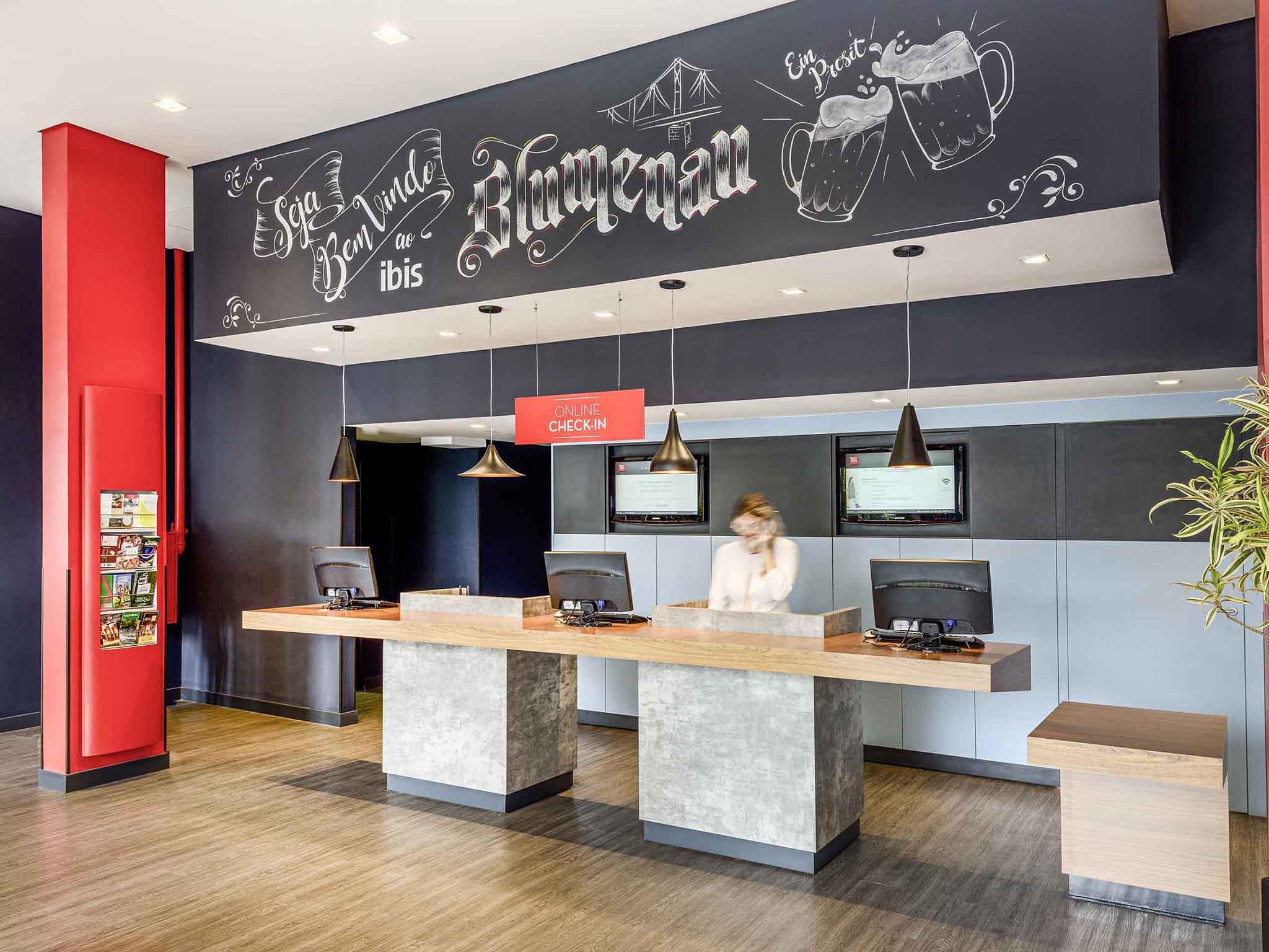 Отель — ibis Blumenau