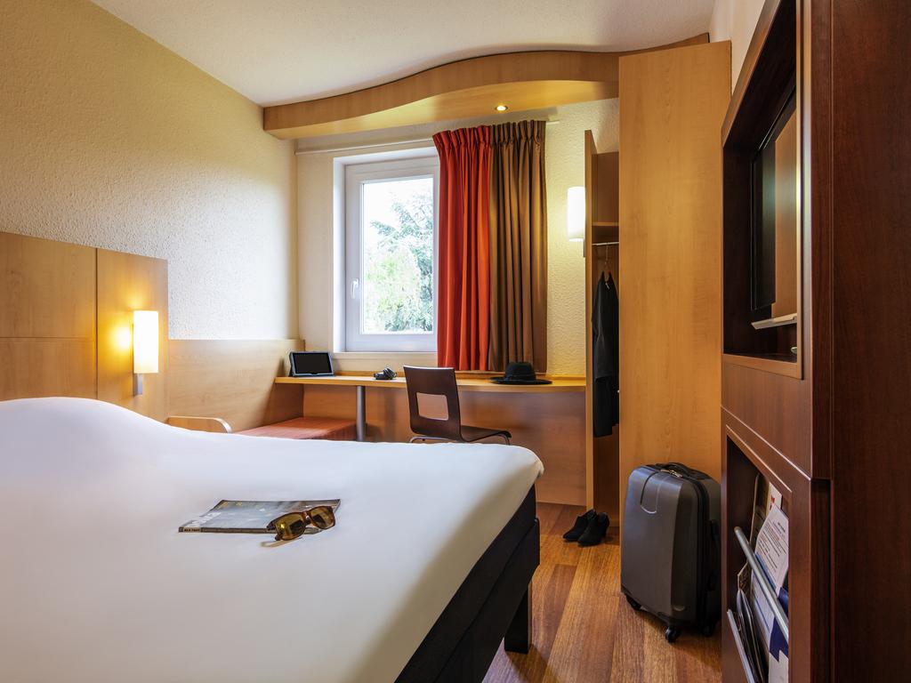 hotel pas cher nuits saint georges ibis nuits saint georges. Black Bedroom Furniture Sets. Home Design Ideas