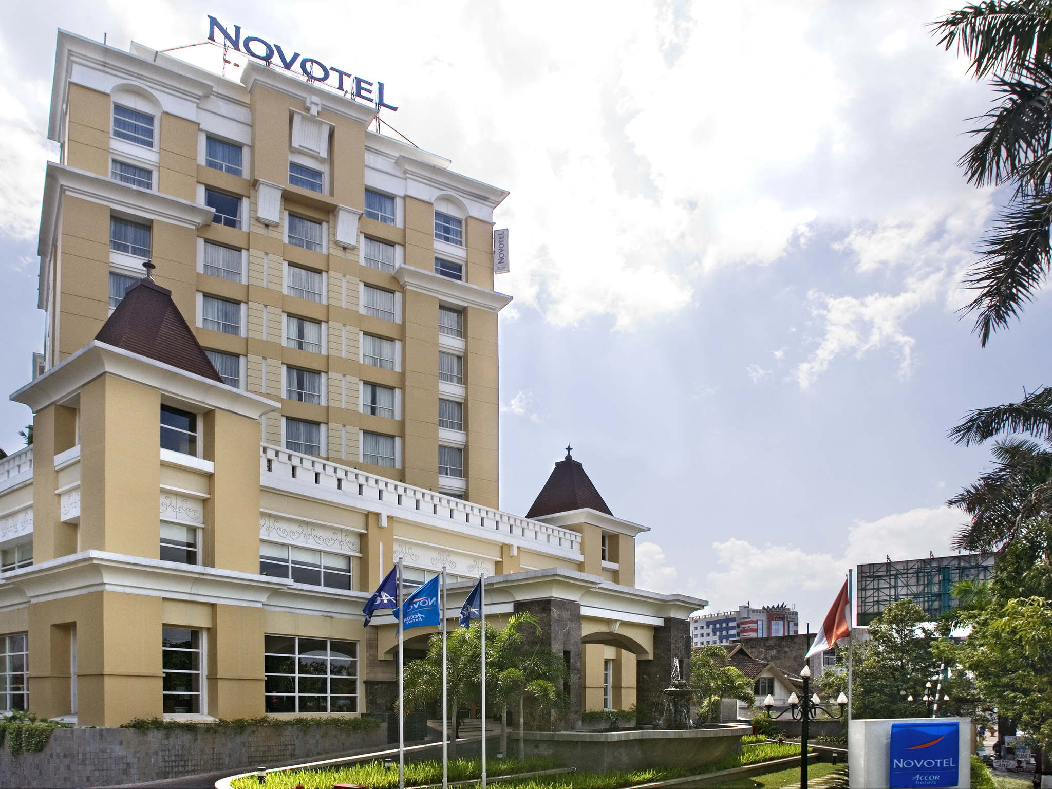 โรงแรม – Novotel Semarang