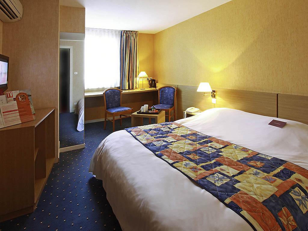 h tel luxeuil les bains h tel mercure luxeuil les bains hexagone. Black Bedroom Furniture Sets. Home Design Ideas