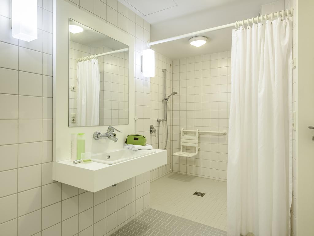 Barrierefreies TWIN   Zimmer Mit Zwei 90cm Betten Und Erleichtertem Zugang