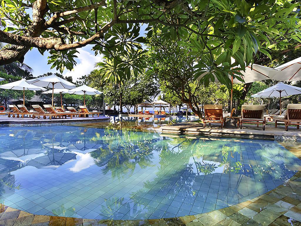 美憬阁巴厘岛皇家塞米亚克海滩酒店