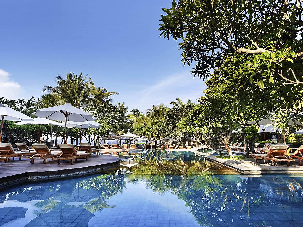 Luxury hotel seminyak the royal beach seminyak bali for Best hotels in seminyak