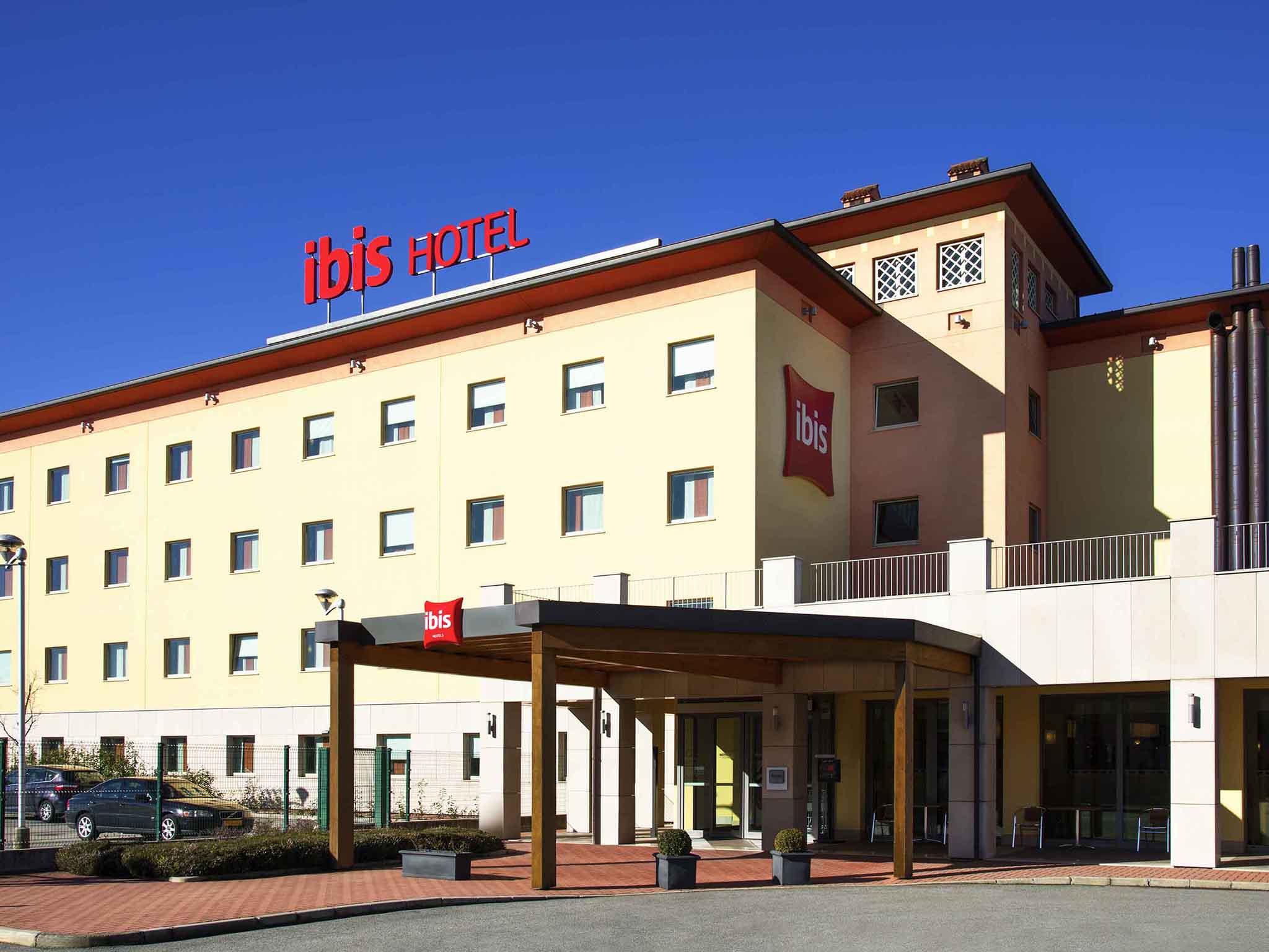 Отель — ibis Como