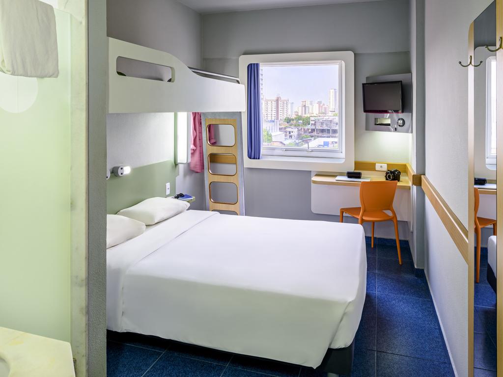 Imagens de #2B3E72 ibis Budget Belém: Hotel Econômico reserve no site oficial 1024x768 px 3666 Banheiros Separados Casal