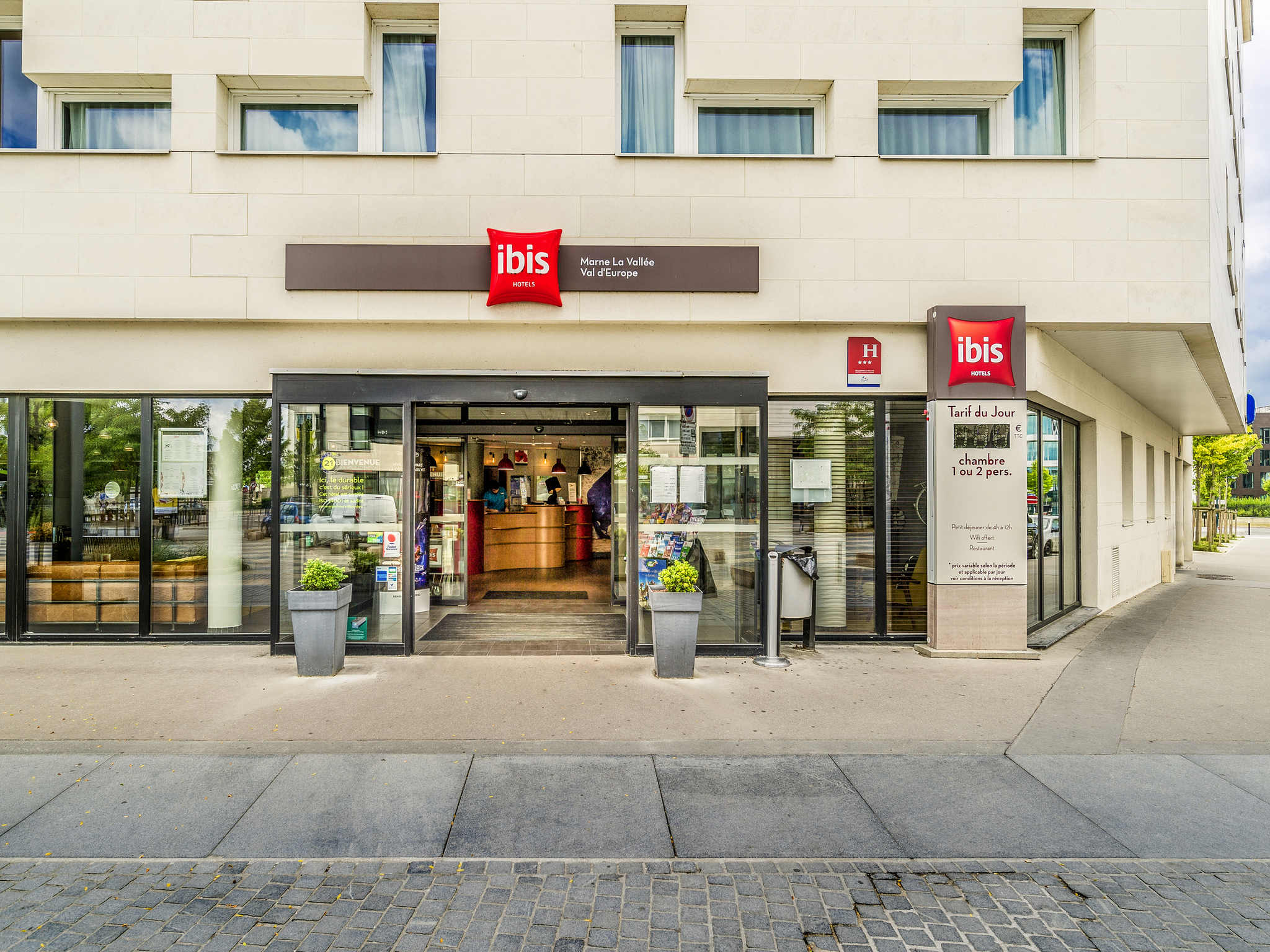 Hotell – ibis Marne-la-Vallée Val d'Europe