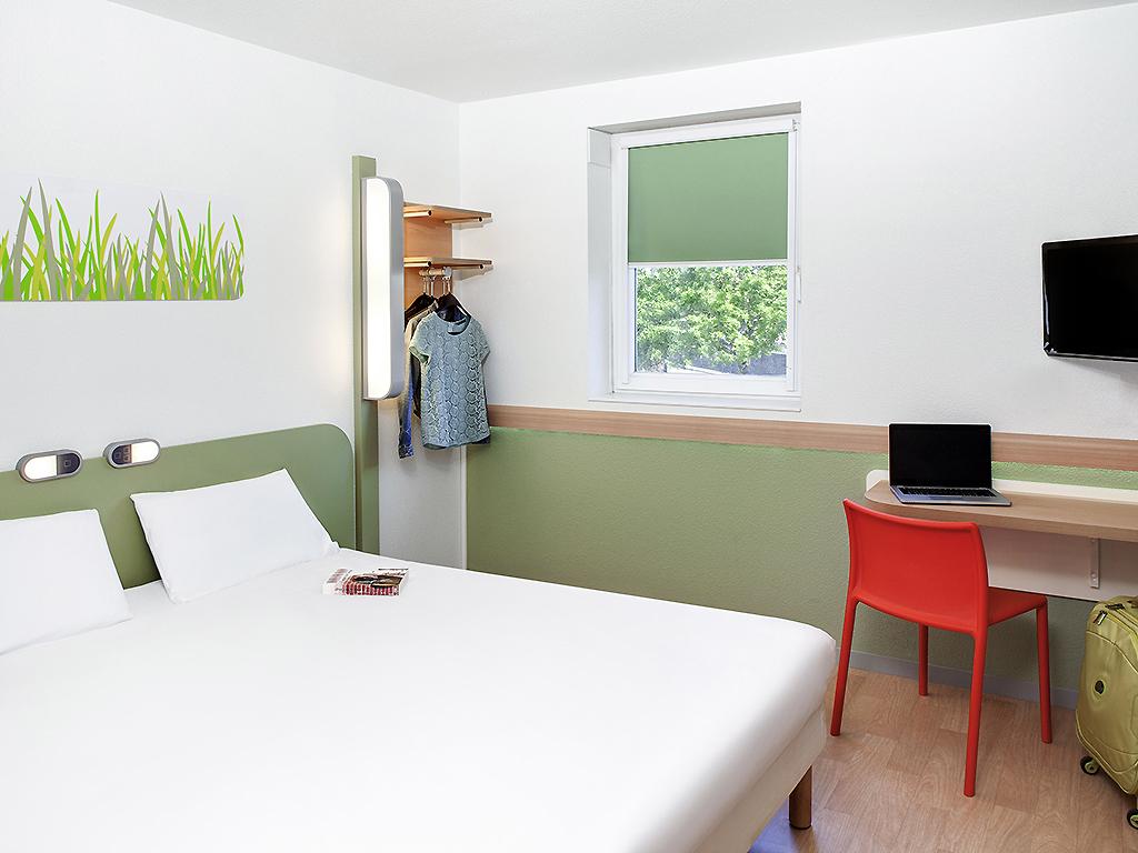 Cheap hotel CLERMONT FERRAND ibis budget Clermont Ferrand Centre
