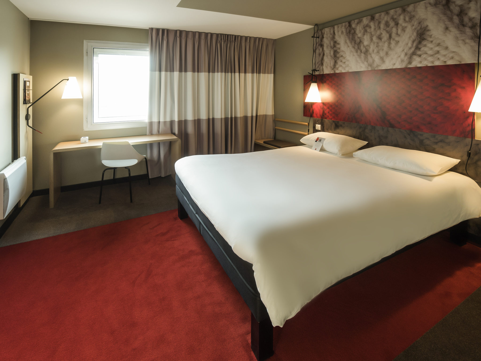hotel in rouen ibis rouen champ de mars. Black Bedroom Furniture Sets. Home Design Ideas
