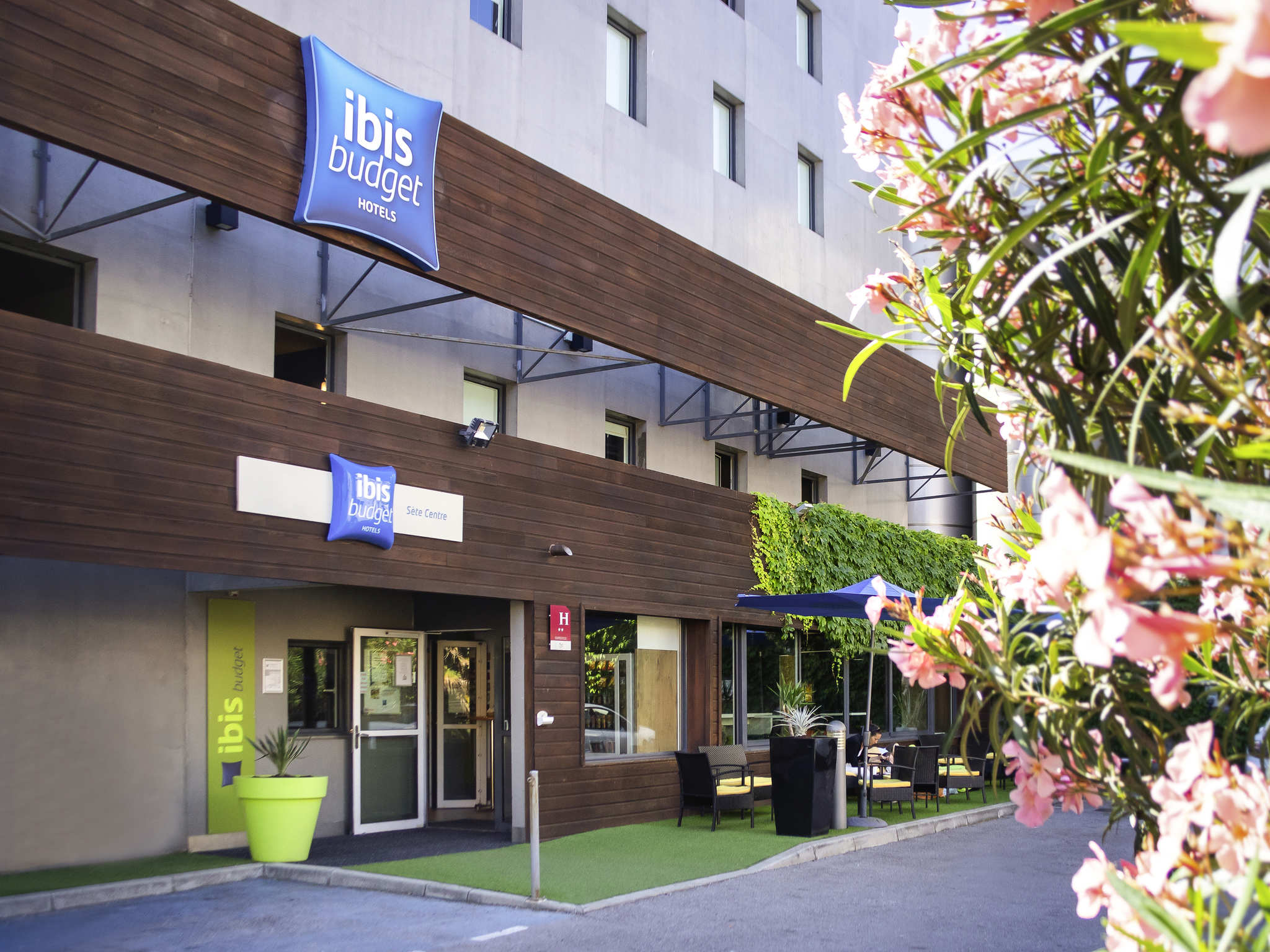 hotel a sete ibis budget s te centre. Black Bedroom Furniture Sets. Home Design Ideas