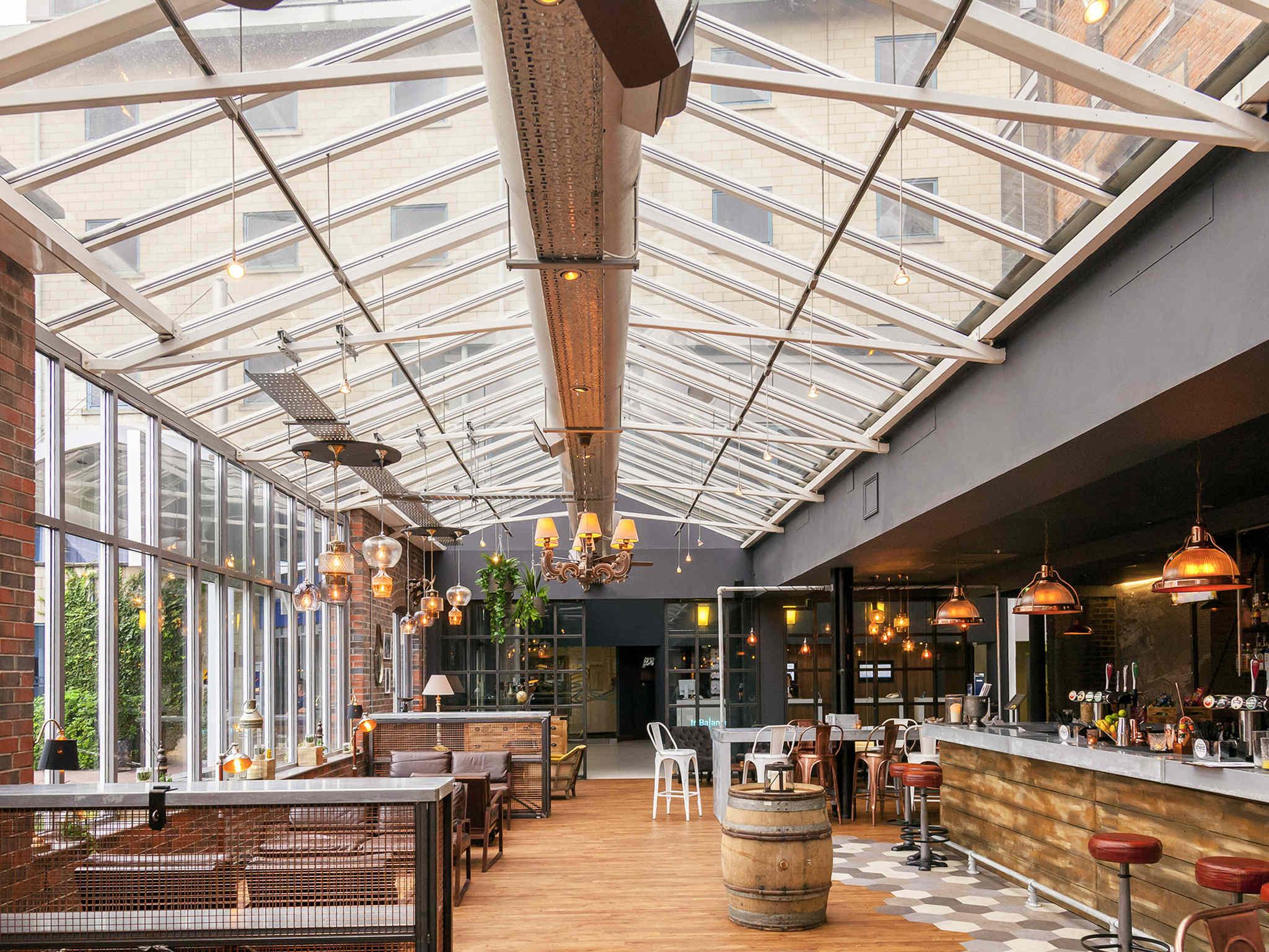 Hotel – Novotel Cardiff Centre