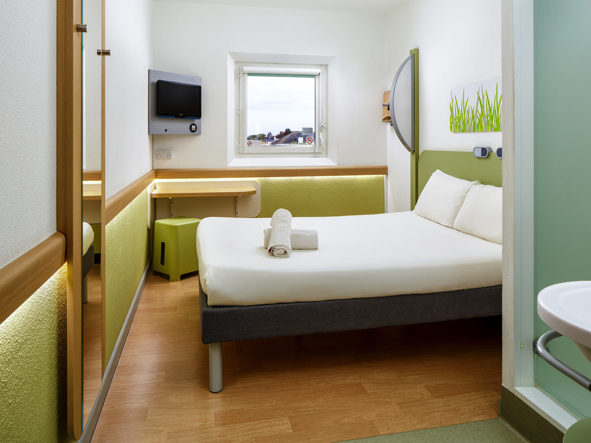 Manchester United Wallpaper For Bedroom Ibis Budget Manchester Salford Hotel In Manchester