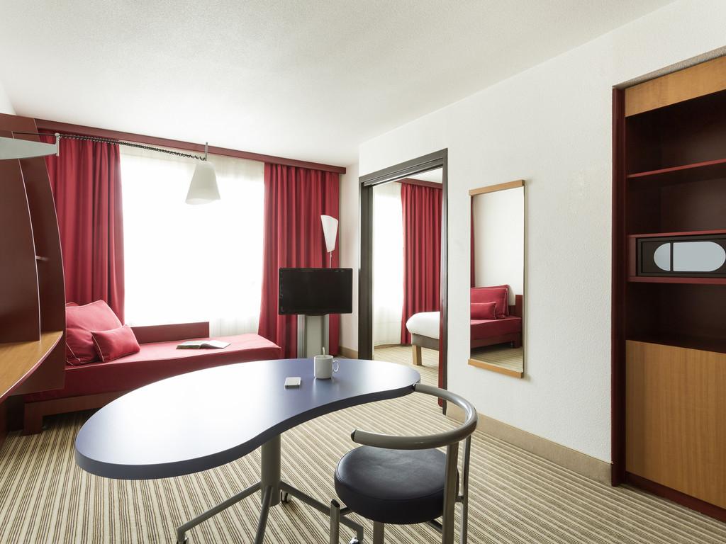 Suíte Superior com Cama de Casal e sofá cama de casal #91673A 1024x768 Acessorios Banheiro Hotel