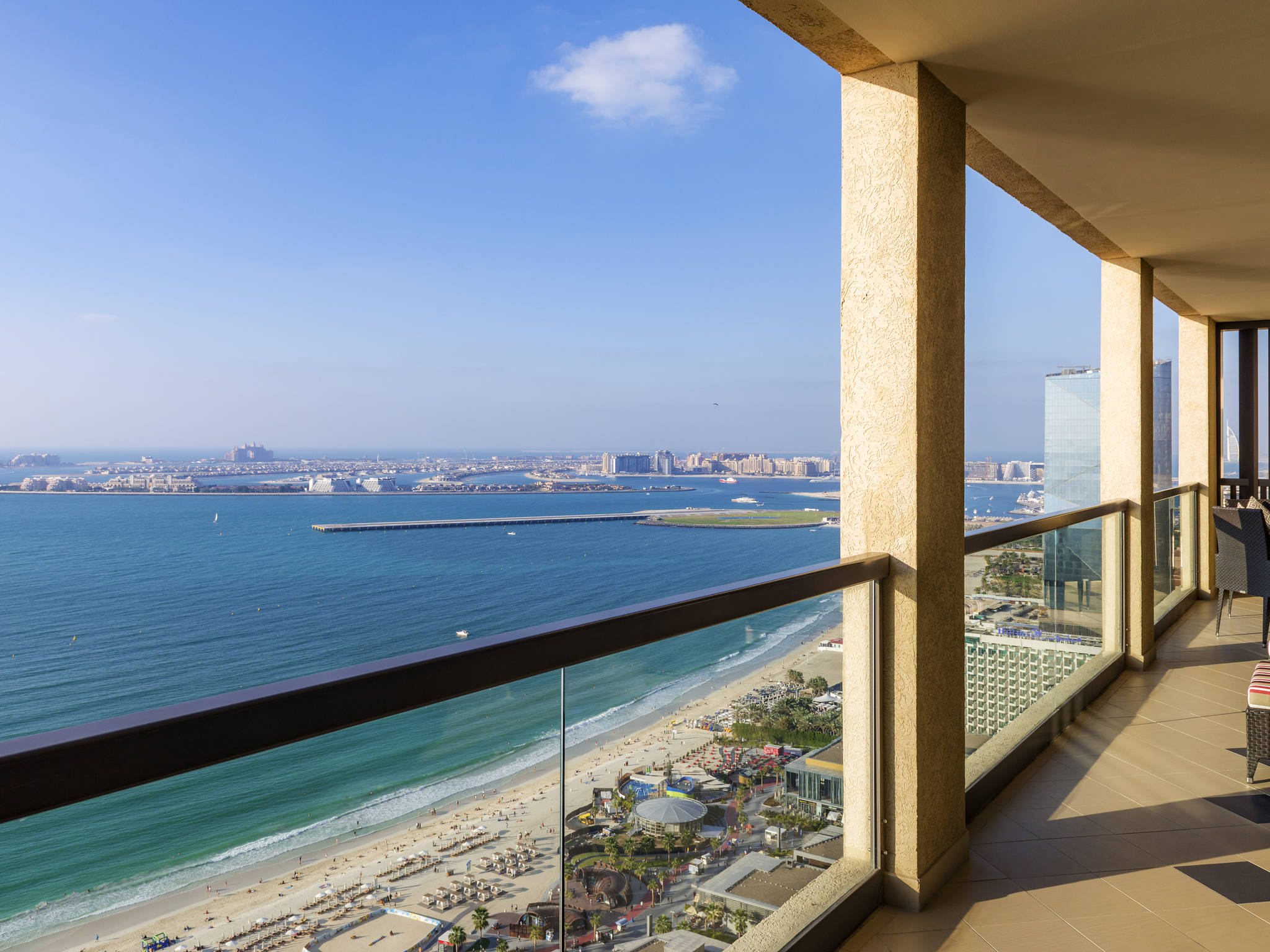 Hotel – Sofitel Dubai Jumeirah Beach