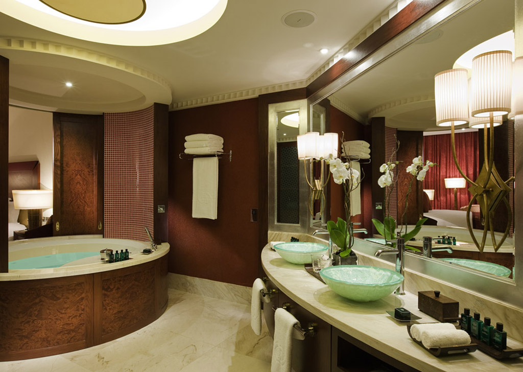 Book a luxury hotel suite in dubai sofitel dubai for Luxury dubai accommodation