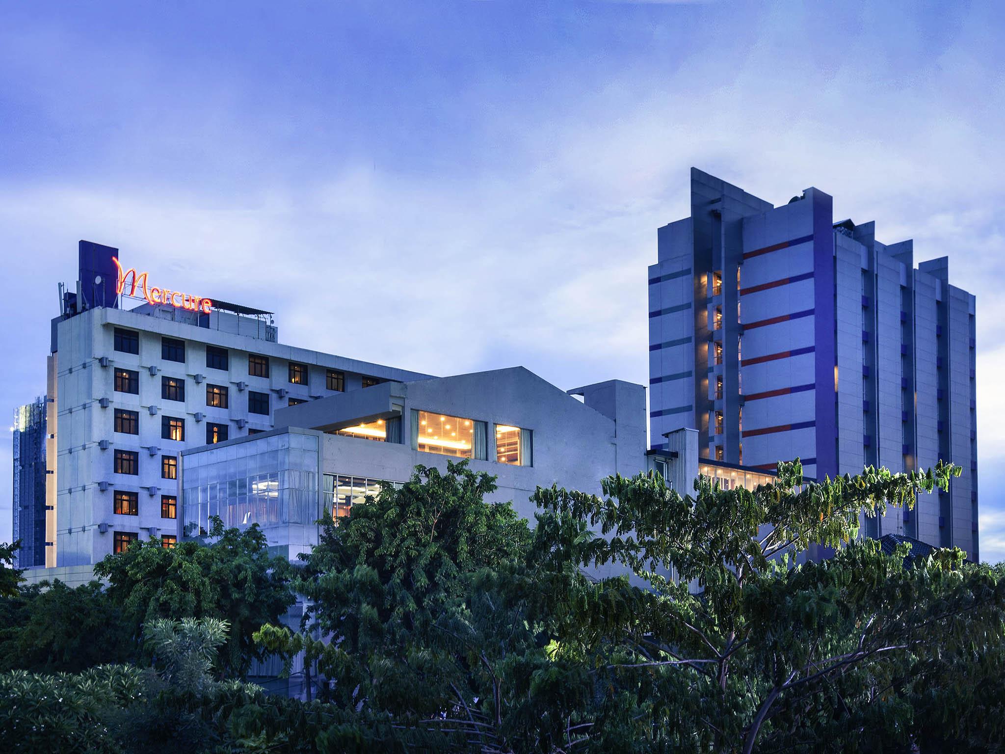 Отель — Mercure Сурабая