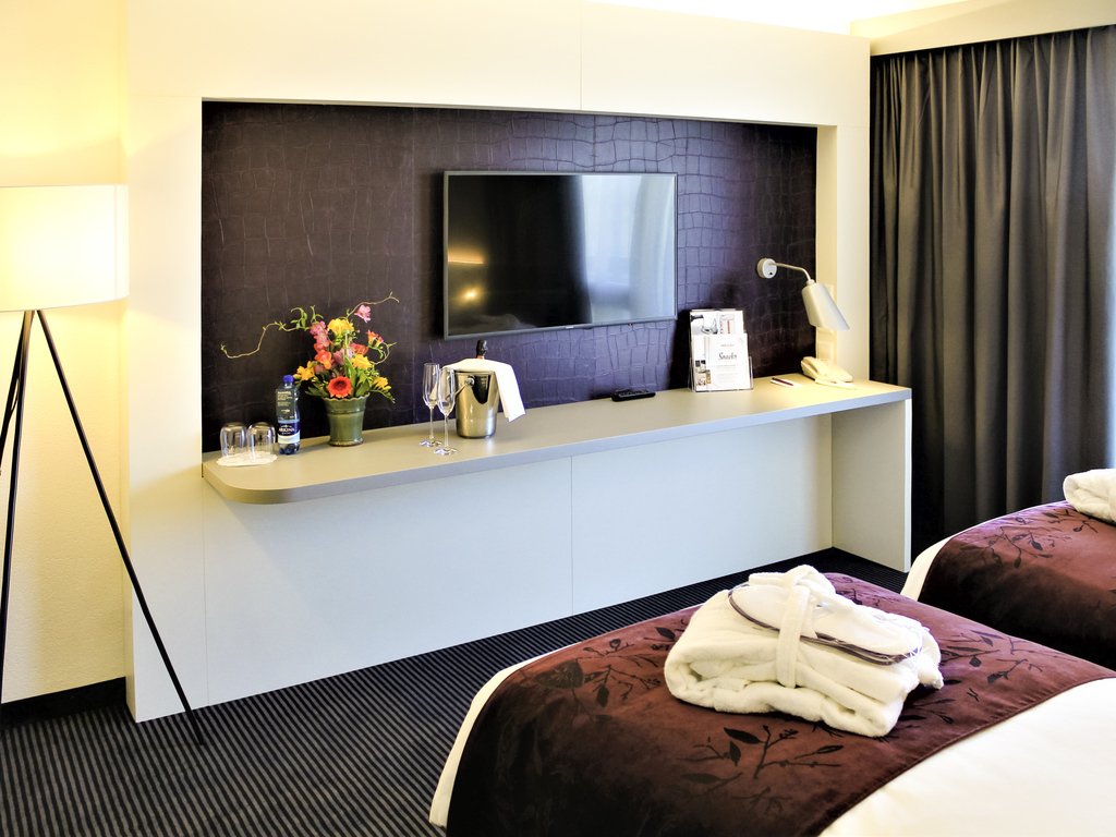 Hotel in biel mercure plaza biel - Kamer met bad ...