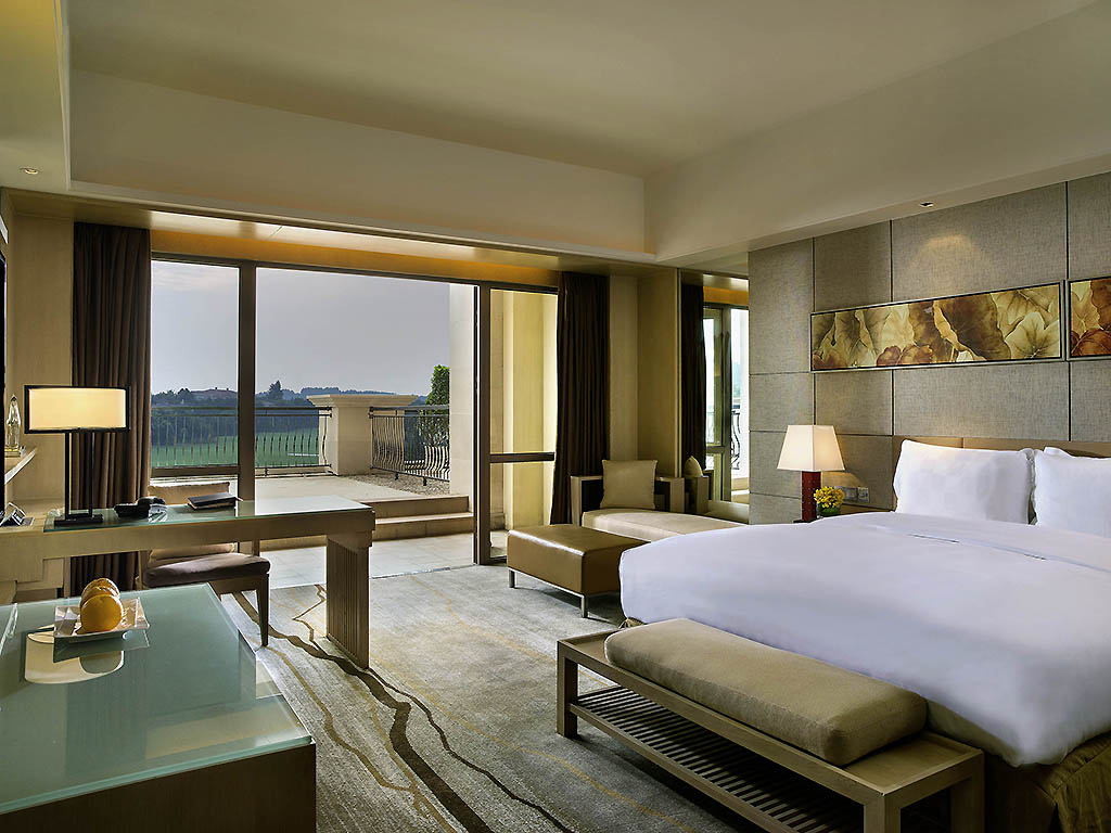 LUXURY ROOM CLUB SOFITEL, 1 Queen Size Bed