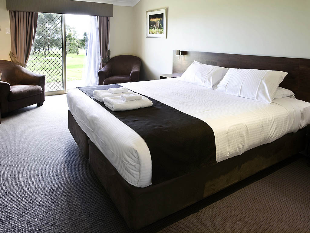 H tel bunbury mercure bunbury sanctuary golf resort for Chambre avec lit king size