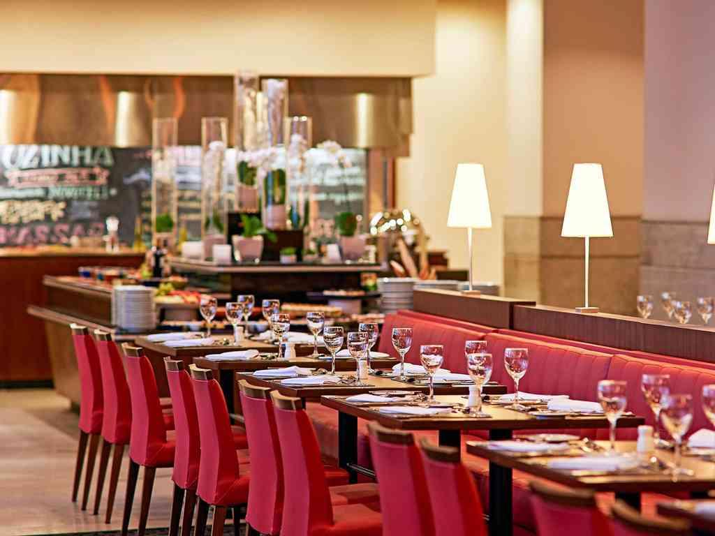 Resultado de imagem para 365 Novotel Jaraguá restaurante