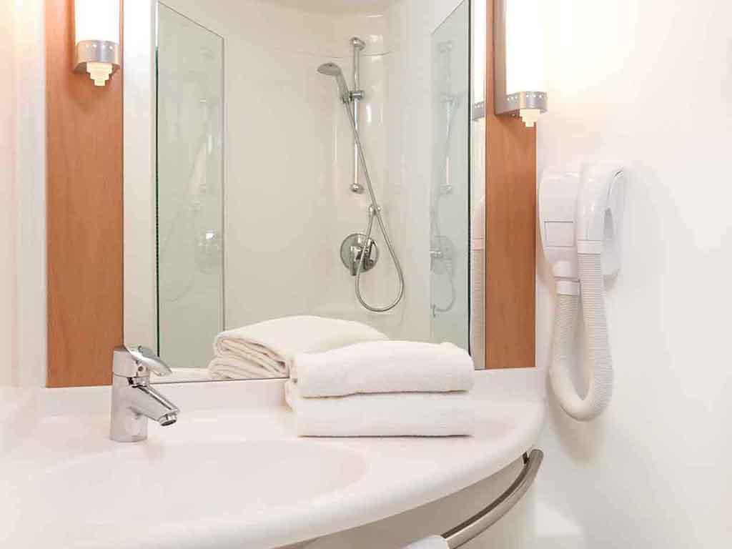 hotel pas cher vitre ibis vitr centre. Black Bedroom Furniture Sets. Home Design Ideas