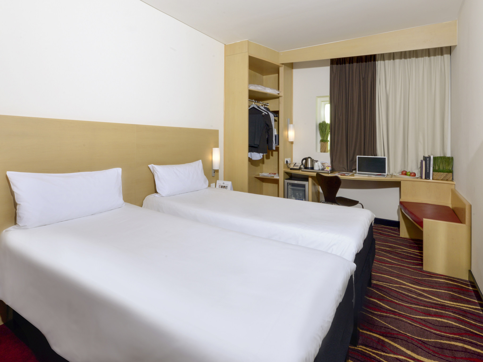 Hotel In Manama Ibis Seef With Gym Pool The Little Things She Needs Kashira 2b Brown Cokelat 38