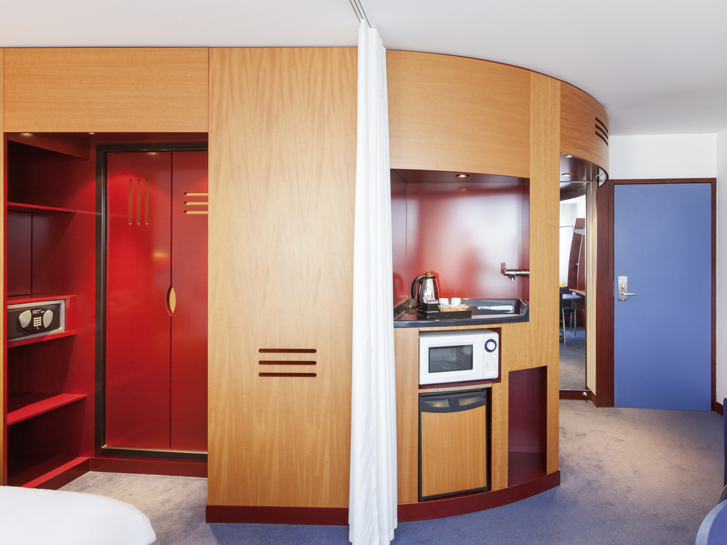 h tel clermont ferrand novotel suites clermont ferrand polydome. Black Bedroom Furniture Sets. Home Design Ideas