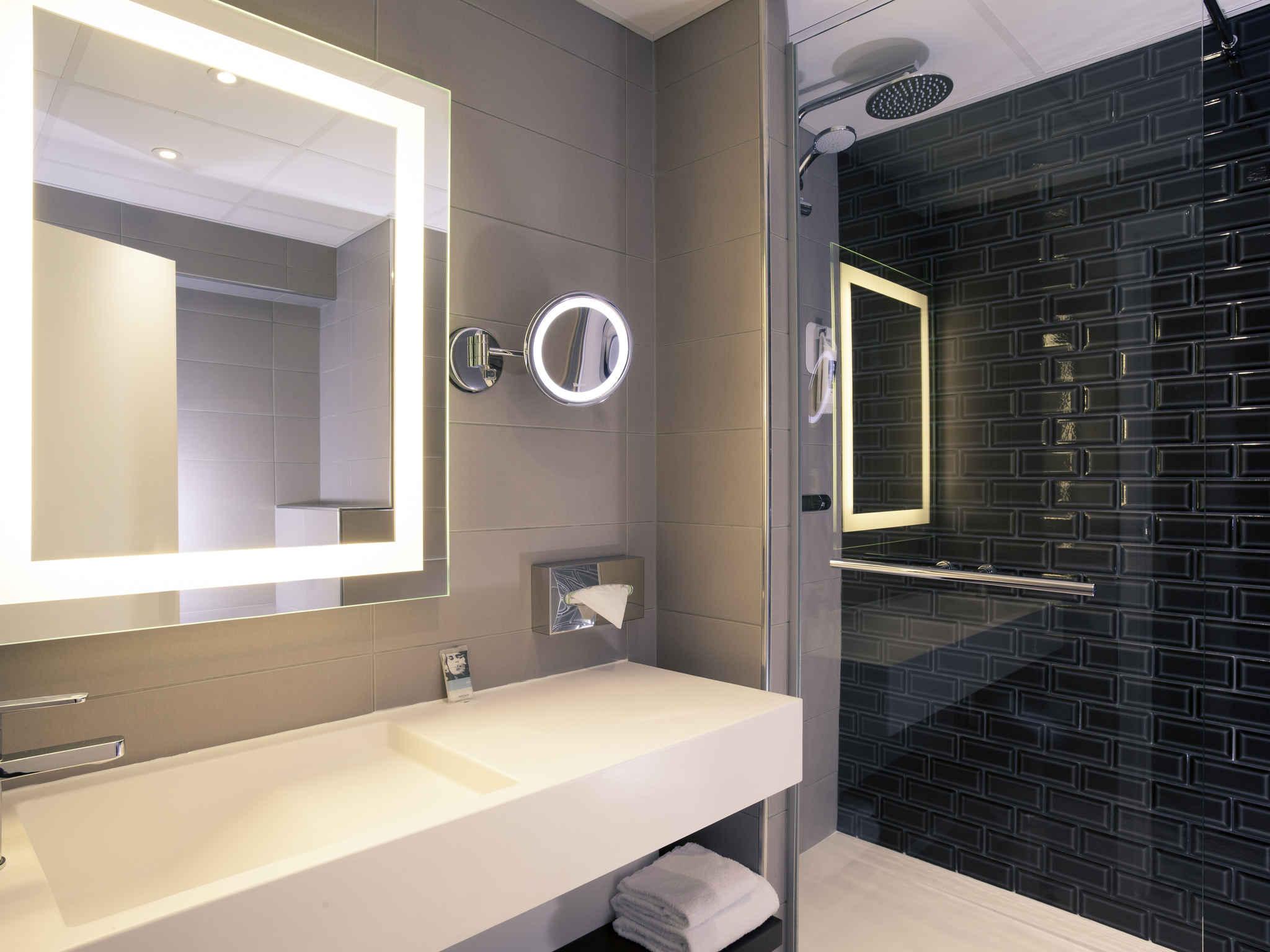 neon pas cher pour maison maison en bois en utilisant plafonnier tube neon pour cuisine gnial. Black Bedroom Furniture Sets. Home Design Ideas