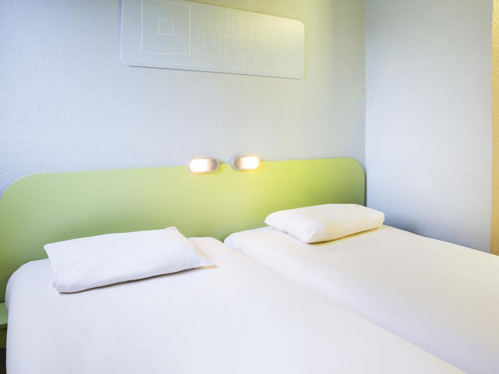 hotel pas cher thonon les bains ibis budget thonon les bains. Black Bedroom Furniture Sets. Home Design Ideas