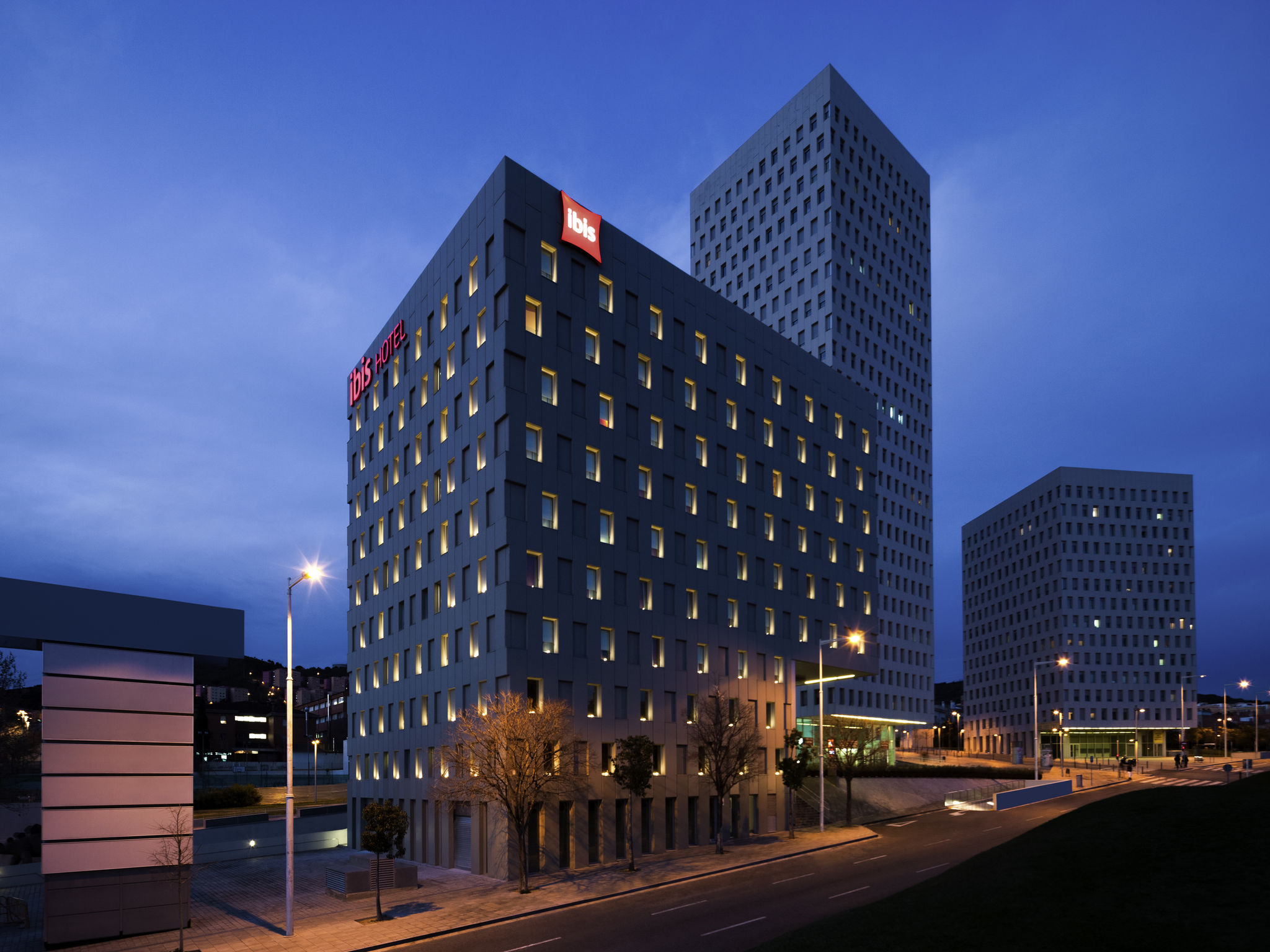 Hotel in santa coloma de gramenet ibis barcelona santa for Chiquipark en santa coloma de gramenet