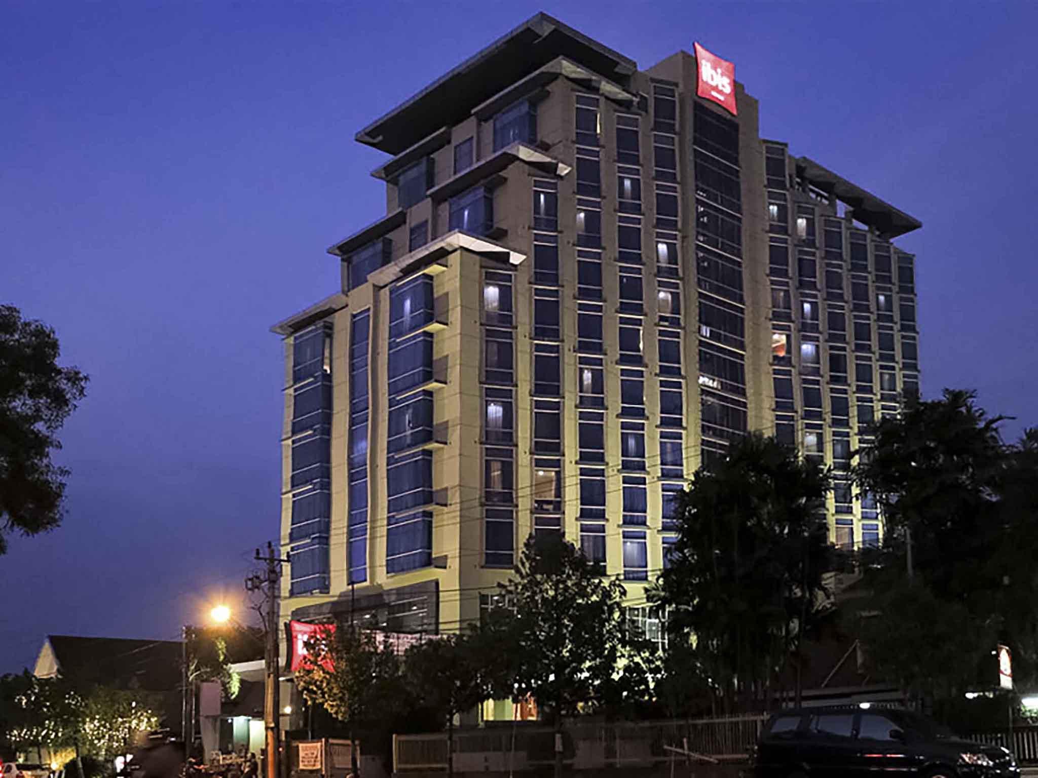 Отель — ibis Семаранг Симпанг Лима