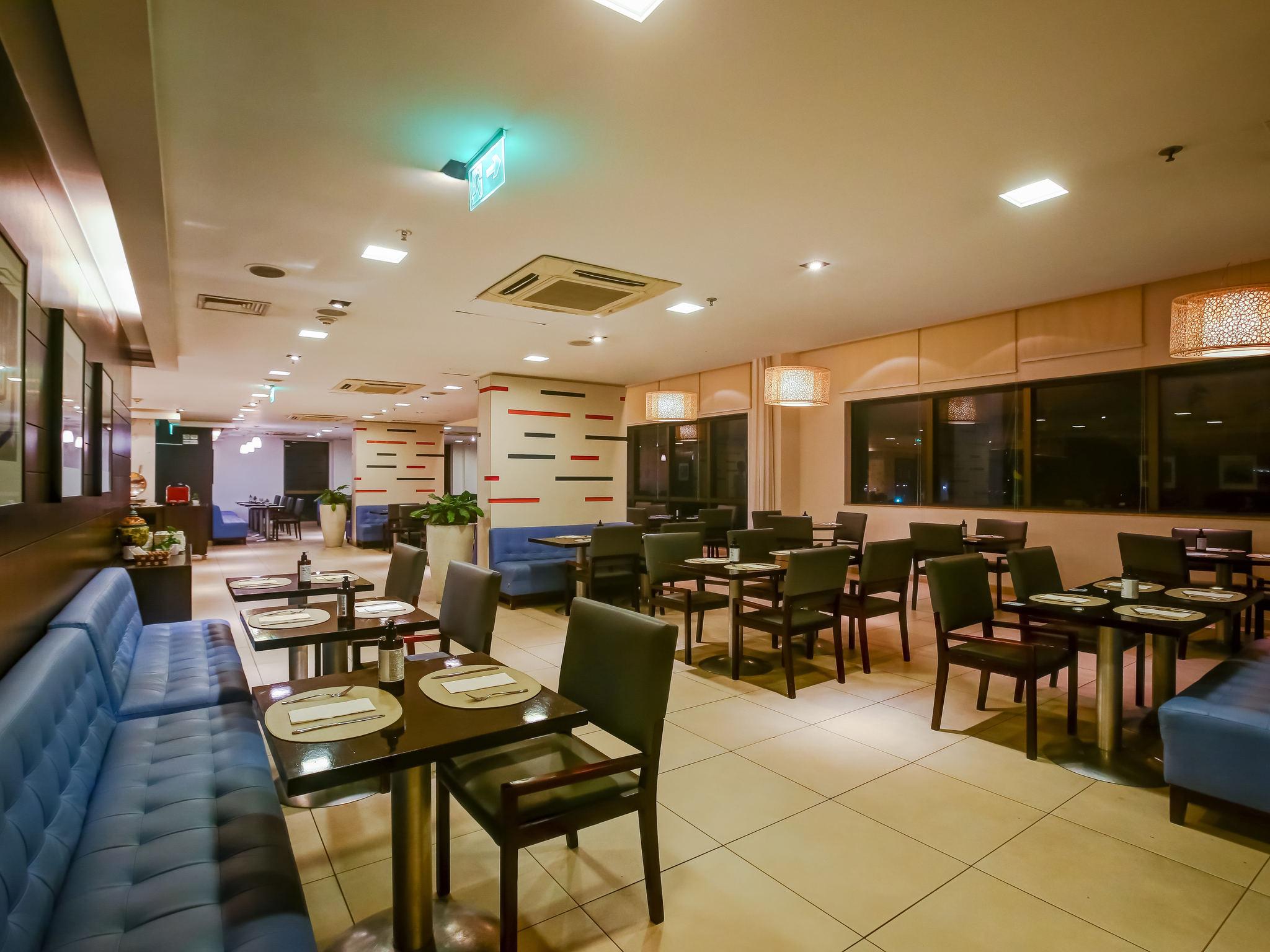 Hotel in rio de janeiro novotel rj santos dumont for Domont restaurant