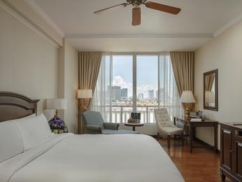 chambres en h tel de luxe phnom penh sofitel phnom penh phokeethra. Black Bedroom Furniture Sets. Home Design Ideas