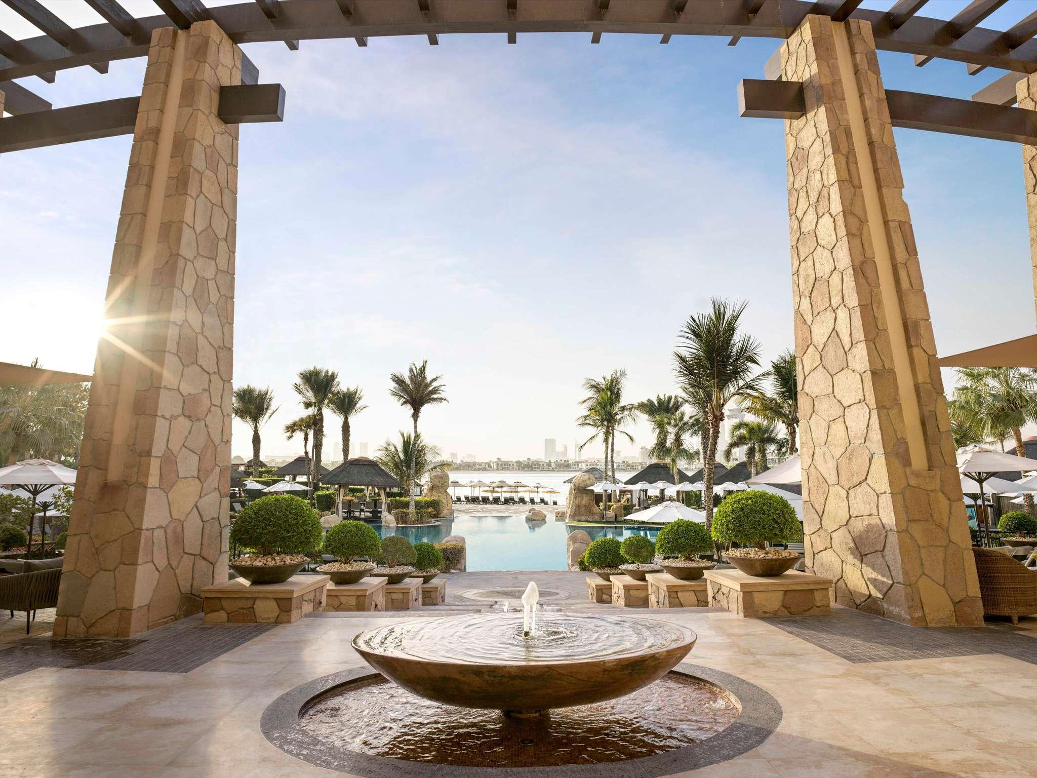Отель — Sofitel Дубаи Палм Резорт & Спа