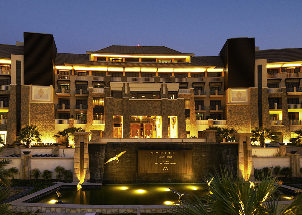 Luxury hotel dubai sofitel dubai the palm resort spa for Dubia hotels