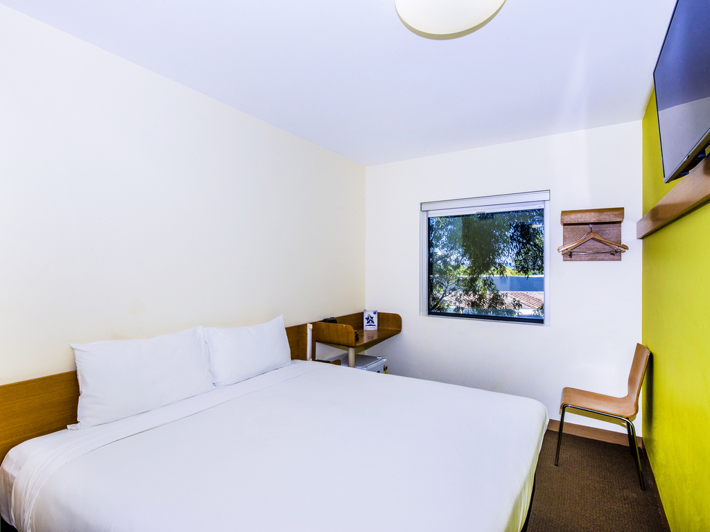 H tel sydney olympic park ibis budget sydney olympic park for Chambre queen size