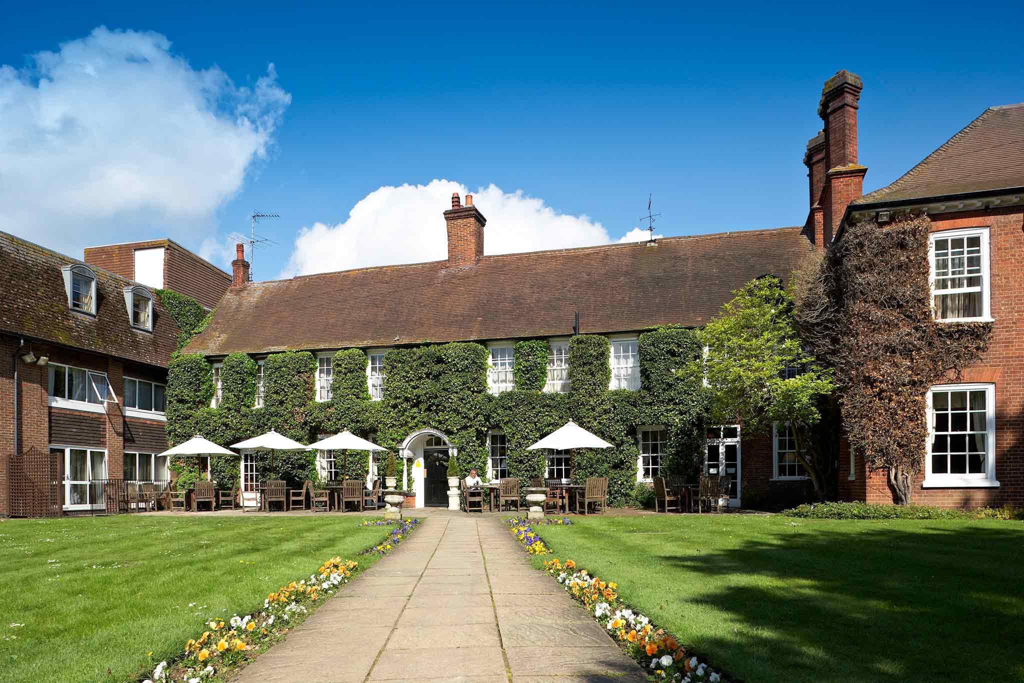 โรงแรม – Mercure Farnham Bush Hotel