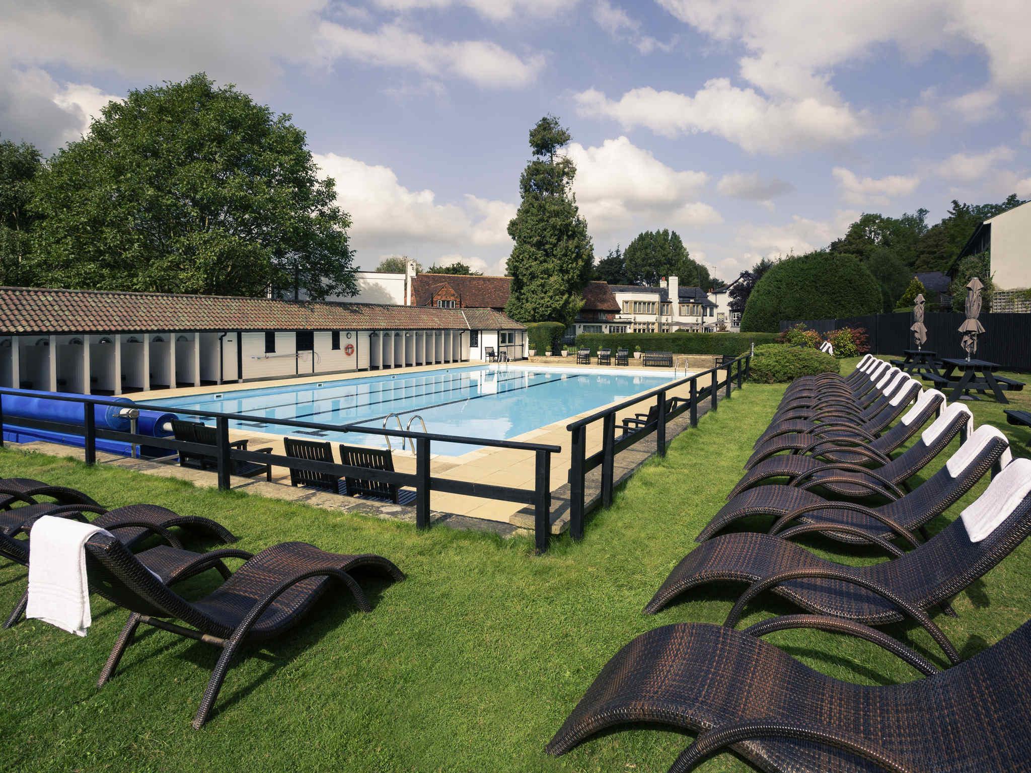 โรงแรม – Mercure Box Hill Burford Bridge Hotel
