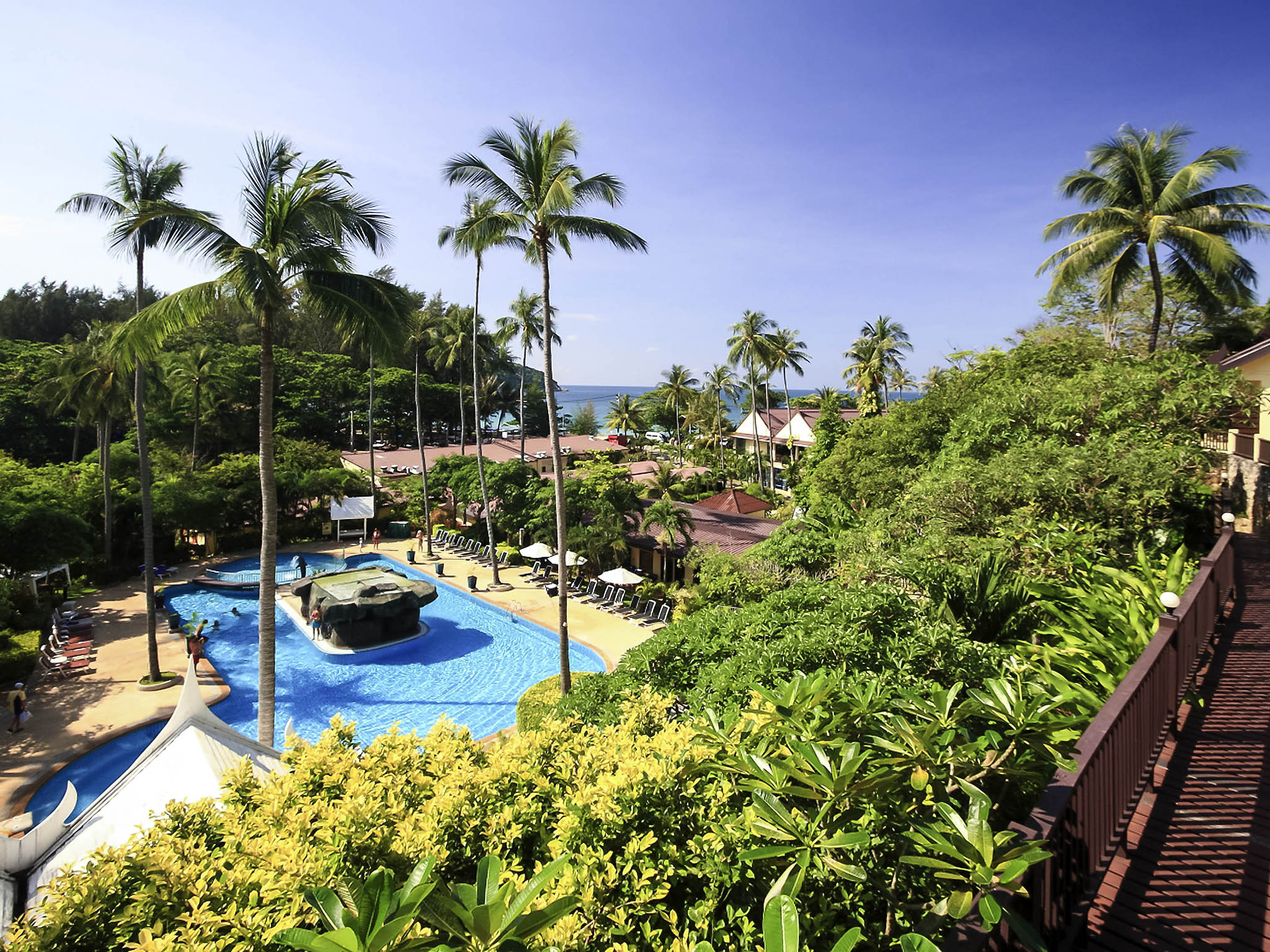 Hotel – all seasons Naiharn Phuket